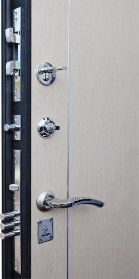 входная дверь с бронепластиной